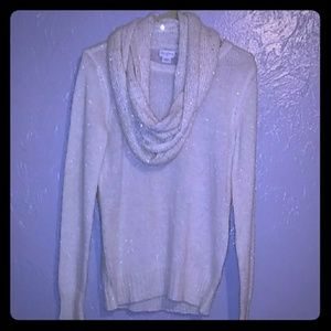 NEVER WORN Jaclyn Smith white sweater w/ scarf SM.